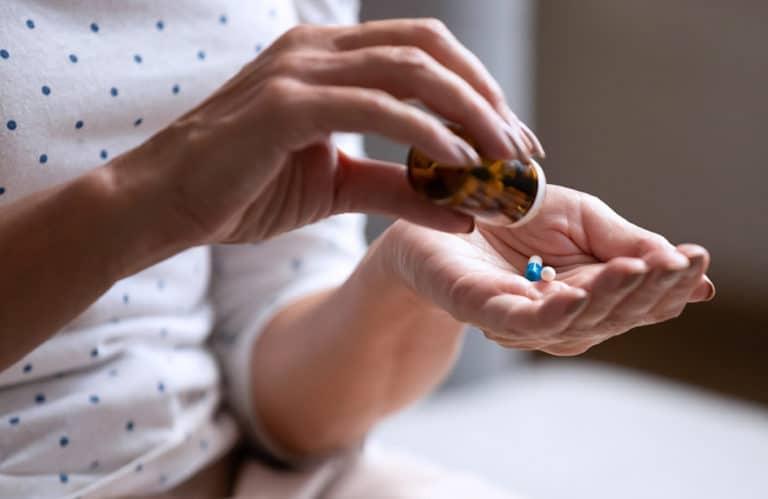 Czy nadpotliwość może być skutkiem przyjmowania leków?